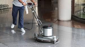 myti podlah strojem